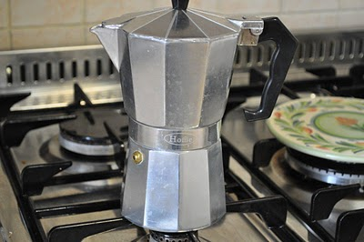 how to make creamy espresso with a moka pot
